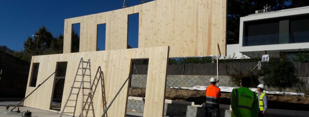 La construcción de edificios en madera en los periódicos de Vocento